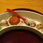 1967322 - ずんだ小芋、鯖寿し、いくら小丼、白魚と葱を出汁で炊いたものと寄せもの二種。