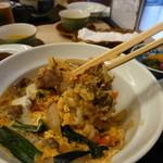 翠松閣 - 牛丼、食べています・・・