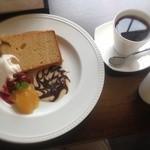 アグロドルチェ - パティシエの奥様自慢のシフォンケーキ!ドリンクもセットで。これも優しい味で、とっても、美味!