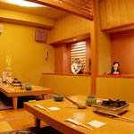 大塚 三浦屋 - 掘りごたつ式の個室です。7〜12名様までご利用可能(2テーブル間が空いてしまいます)