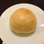レストラン レトロワ - 7皿目のパン