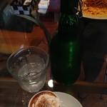 プティ・ポア - エスプレッソに生クリーム☆       お水はボトルでお代わりをいただきました。