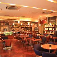 トーキョーピープルズカフェ - ゆったりとした空間でお食事が出来ます。