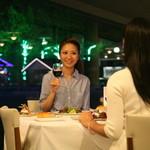 レストラン ラグラース - イルミネーションを背景に素敵なディナー