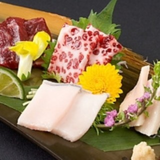 鯨料理を始め、会席・鍋物・季節一品料理…
