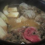 大和 - すき焼きを煮ています