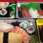 千鳥寿司 - お持ち帰りは全部で3つ、友達に並と中を奢り、zoi家は並を