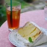 TUKUHIKO - 料理写真:シフォンケーキとアイスティー