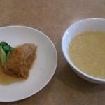中国料理 桃仙 - Bセット(1,400円)の小皿とスープ