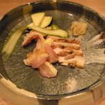 ヤサイ ホリ - 淡海地鶏オスむね肉 桜の燻製たたき