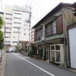 19688970 - 熊谷の喫茶店「シナモンカフェ」の外観 奥のビルは八木橋百貨店