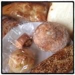 ブレッドルーム - 昨日ダーが買ってきてくれたパン♪ 朝食にいただきまーす(*^^*)