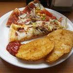 シェーキーズ - ランチタイムのピザとポテト