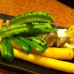 超レトロ焼肉桜坂 - うりずん豆や島人参、、季節の沖縄野菜はどのコースにもついております。