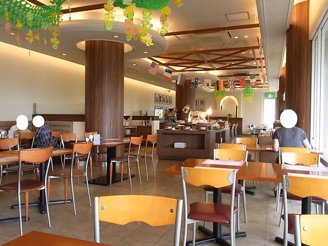 バイキングレストラン ヴェルデ - そこそこ広め♪ 平日のお昼は混んでいないみたい☆