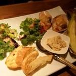 ワインちゃん 瓦・町・路・地 - 前菜(泉州タコのパクチーサラダ、鶏のリエット、ヤングコーン、白貝)