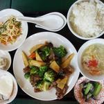 百香亭 - 牛肉とブロッコリの醤油炒