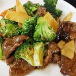 百香亭 - メインの牛肉とブロッコリの醤油炒