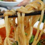 百香亭 - 麺は、太麺でモチモチ