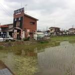 めし処 壬屋 - 田園風景の中にあるお店
