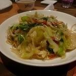 施家菜 - セットの香港焼きそば・・この中のお魚も一度揚げてから餡に絡めて・・