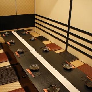 個室は12名様までご利用できます。
