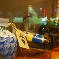 TANTO屋-壁の洋酒のディスプレイ