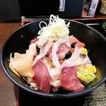 魚菜屋 - 海鮮てんこ盛り丼