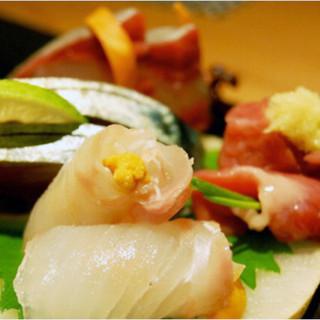 旬の鮮魚を、丁寧に調理し一皿に仕上げます。