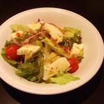 ノッカ イタリアン テーブル - モッツァレラチーズと新鮮トマトのローマ風サラダ
