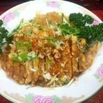 坦々麺や 昇龍天 - 冷やし担々麺はパイコーがのります。