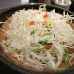 とんかつ食房 厚○ - 4)定食のサラダ