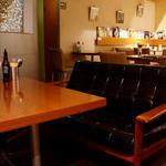 Le Cafe RETRO - 落ち着ける席がいっぱいで、のんびり長居したくなっちゃう。