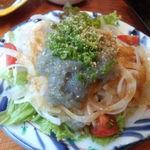鼓や - 生しらすと淡路玉葱のサラダ