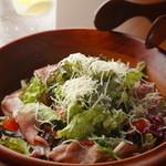 union - サクサクとした食感も楽しい『生ハムのシーザーサラダ』