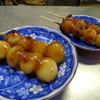 三国だんご - 料理写真:「あまから」と「しょうゆう」(各60円)
