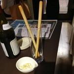 19740138 - お通しのグリッシーニとポテト&チーズのディップ(@300円)