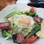 今生焼 - 宴会のスタート料理は先ずはサラダから、野菜を食べてビタミン補充です。
