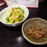 Dai - 馬肉カレー ¥650 サラダ・小鉢