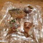 魚幸 - 2013.06 お通し、貝、タコ(炙り)、アジ南蛮漬け、白和え、値段は不明