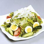焼肉&酒食楽 凪 - たっぷりサラダ