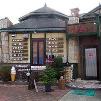 焼肉&酒食楽 凪 - 店舗外観。小高い丘の閑静なロケーションにあります。