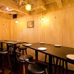 ビストロガニオン - テーブル席
