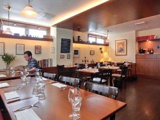 ビストロ コティディアン - <'13/06/23撮影>店内のテーブル席の風景です