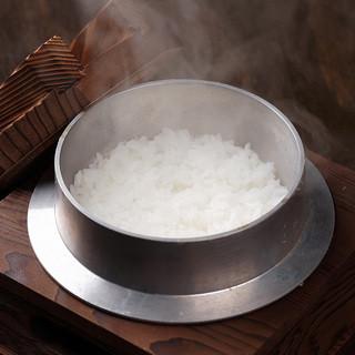農家直送のお米を釜でしっかり炊き上げた銀しゃり♪