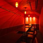 ルナビアンカ - 燃えるような情熱の赤が印象的な個室