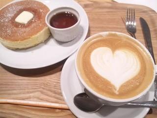 プアオーバー 横浜店 - パンケーキのハーフサイズとカプチーノ!650円!