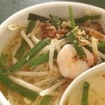 百香亭 - 百香亭のミニ台湾麺。酸味が効いていて疲れた身体に染み渡るぅ。