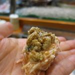 寿司栄 - 黄金蟹の握り