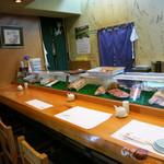 寿司栄 - 極上の料理を供するあまりに普通の店内(汗)。